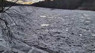 Delaware River Ice Jam Causes Flooding - Video