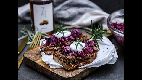 How to make pulled venison with brandy sauce