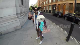 Man shows off eccentric style outside London Fashion Week - Video