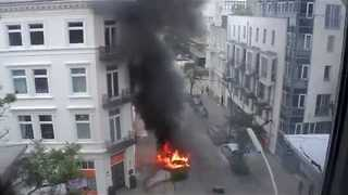 Protesters Set Cars on Fire During G20 Protests in Hamburg - Video