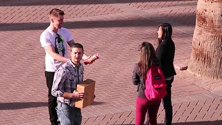 Making people paranoid with a pringles can - Video