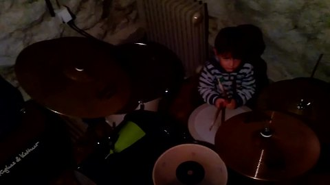 3-year-old boy's unreal drum solo