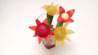 How to quickly make a cherry tomato flower - Video