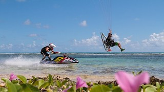 Jet Ski VS Paramotor: Extreme World Champion Race - Video