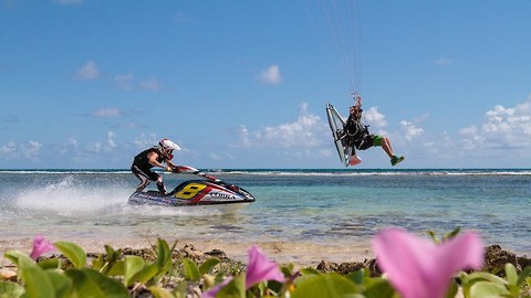 Jet Ski VS Paramotor: Extreme World Champion Race