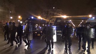 Police Use Tear Gas to Break Up Paris Protest After Car Set Alight - Video
