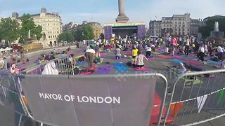 Londoners practise yoga on Trafalgar Square for international yoga day - Video