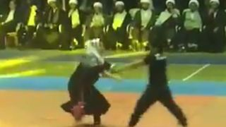 Iranian Girl shows her self-defense skills - Video