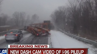 Massive pile-up near Fowlerville kills 3 - Video