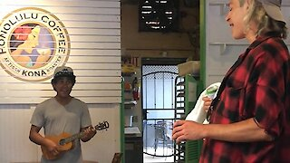 Coffee Shop Musician Sings Duet With Famous Singer Without Knowing It