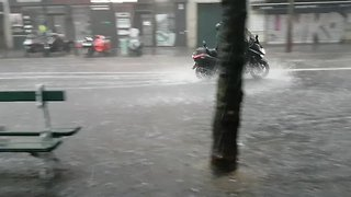 Massive Downpours Cause Flooding on Streets of Paris - Video
