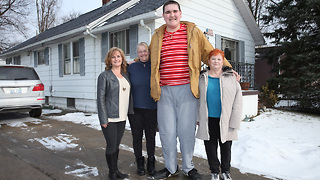 The 7ft 8in Teen Who Can't Stop Growing: BORN DIFFERENT - Video