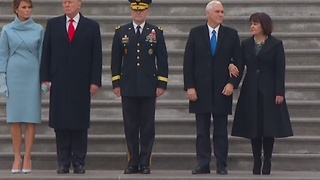 First Family makes way to White House in Inaugural Parade - Video