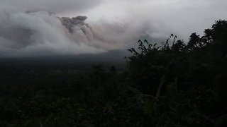 The Philippines' Most Active Volcano Could Erupt 'Within Weeks' - Video