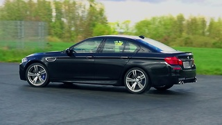 Donuts and power slides in a 2014 BMW M5 F10 - Video