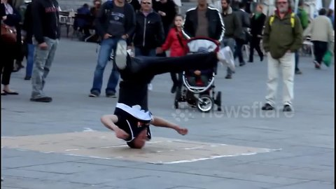 Street performer shows why breakdancing absolutely has to be included in the Olympics