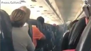 Smoke fills cabin of Allegiant Air flight leaving Las Vegas - Video