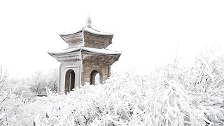 Snow turns Chinese mountain into enchanting winter landscape - Video