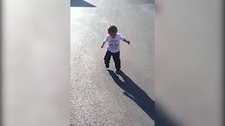 12 Babies Meet Their Shadows For The First Time - Video