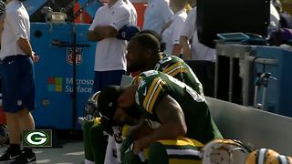 Packers join in on NFL-wide anthem protests - Video