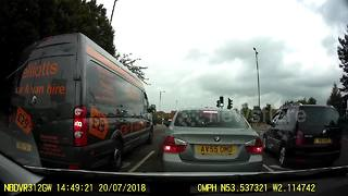 Motorist sees red after cutting off driver at lights - Video
