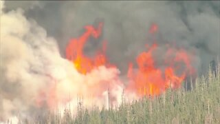 Firefighter battling Cameron Peak Fire tests positive for COVID-19, dozens potentially exposed
