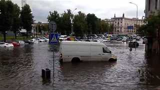 Floodwaters Engulf Streets of Minsk - Video