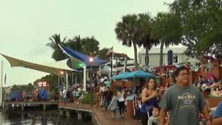 Crowd celebrating 4th concerned about St. Lucie River & algae blooms - Video