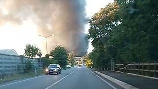 Residents Warned to Avoid Polluted Air From Scrap Centre Fire Air Near Milan - Video