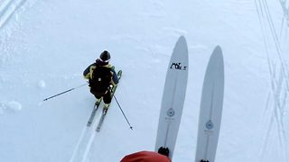 Getting their skates on – Speedrider and skier in mountainside race - Video