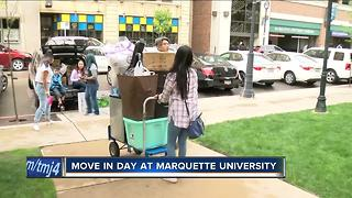 Freshmen move into Marquette University - Video