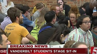 Students Stage Sit-In On Vandy Campus - Video