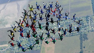 Skydivers Complete World Record Jump - Video
