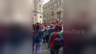 Egyptian and Saudi Arabian fans chant in Moscow on World Cup eve - Video