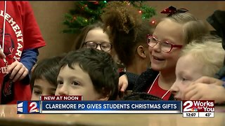 Claremore pd gives students christmas gifts - Video