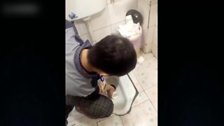 Makes workers drink from toilet for missing target - Video