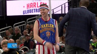 'Hot Shot' Shaun Gallagher plays with the Harlem Globetrotters - Video