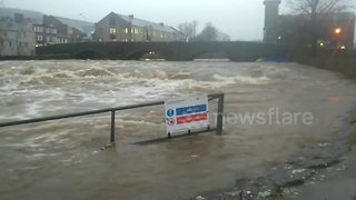 Heavy rain wreaks havoc in Cumbria's Kendal - Video