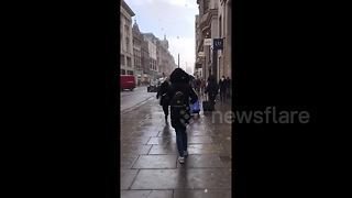 Snow flurries in Oxford Circus - Video
