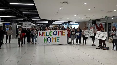 #HometoVote Travelers Greeted With Applause and Irish Snacks at Dublin Airport