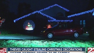 Thieves caught stealing Christmas decorations - Video