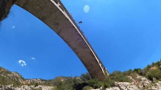 Youngster pulls off jaw-dropping dive from bridge