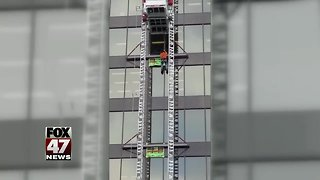 Workers rescued after lift traps them 6 stories above ground