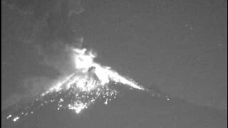 Footage shows incredible volcano eruption in Mexico