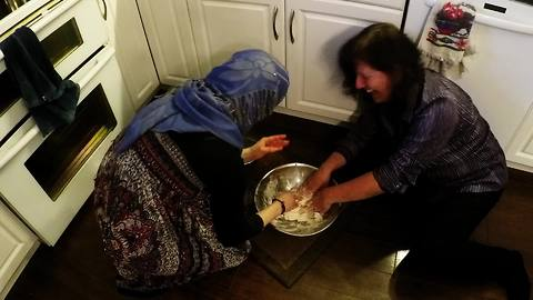 Syrian woman teaches Canadians how to make traditional bread