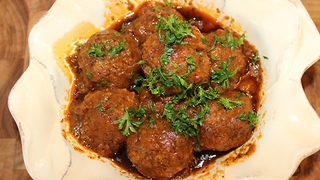 How to make delicious homemade meatballs - Video