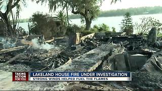 Family homeless after fire destroys home - Video