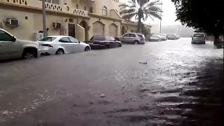 Heavy flooding hits Jeddah - Video