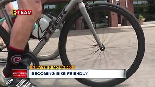 Cyclists deal with aggressive drivers in Akron - Video