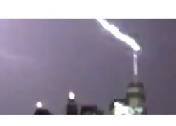 Onlookers Shriek as Lightning Strikes NYC's Freedom Tower - Video